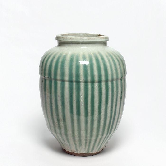 # 2531 TSUBO Vorratstopf für Teeblätter chatsubo Grüne Streifen auf weißem Grund, bekannt als hagi-nagashi. Japan, Shigaraki Meiji-Zeit (1868-1912) H 42 D 30 cm
