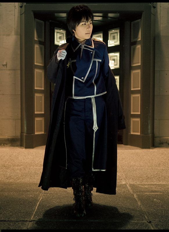 Start off your day with some terrific Roy Mustang (Fullmetal Alchemist) cosplay by deviantART.com's cambiocosplays. What do you think?