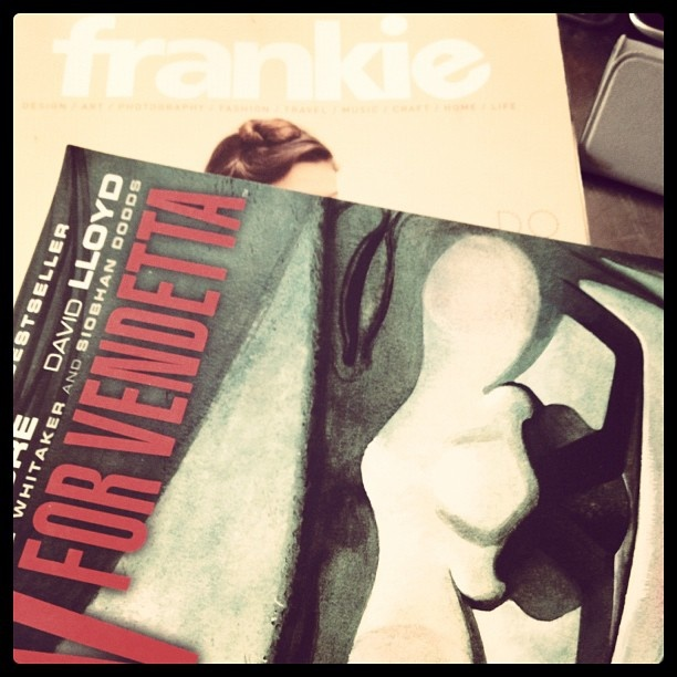 Day 14: #WhatYoureReading (V For Vendetta and Frankie Magazine) #janphotoaday