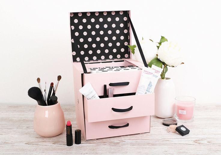 DIY: So entsteht aus deiner GLOSSYBOX ein Kosmetik-Organizer. In sieben einfachen Schritten entsteht ein praktischer DIY-Kosmetik-Organizer.