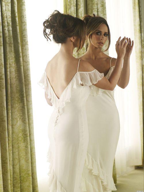 Jennifer Love Hewitt, loved her in Ghost Whisperer and... Yep one of my girl-crushes ;)