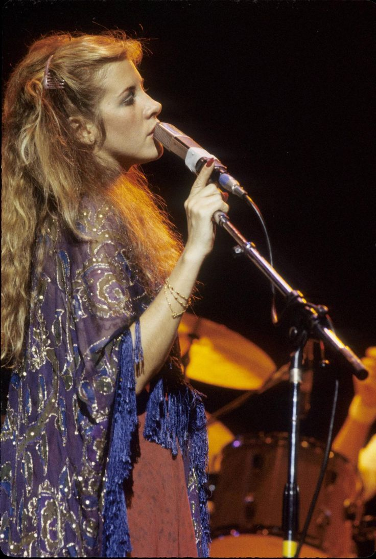 Stevie Nicks. What a beautiful shawl.