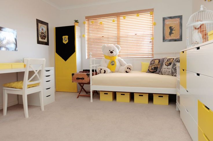 Hufflepuff bedroom design ideas - Harry Potter Hogwarts I'd probably do green and silver instead of yellow for Slytherin