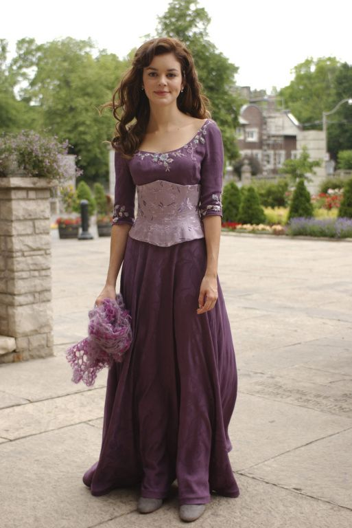lavender medieval dress - looks kinda like rapunzel's dress!