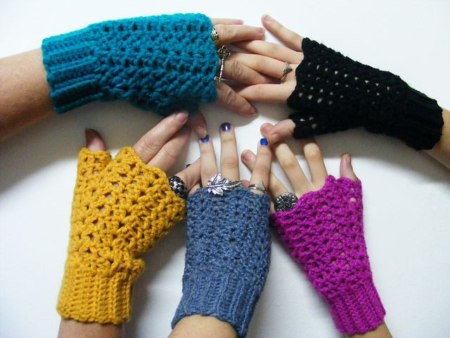 Ravelry: Project Gallery for Easy Victorian Shell Mitts pattern by Bron Green,  free