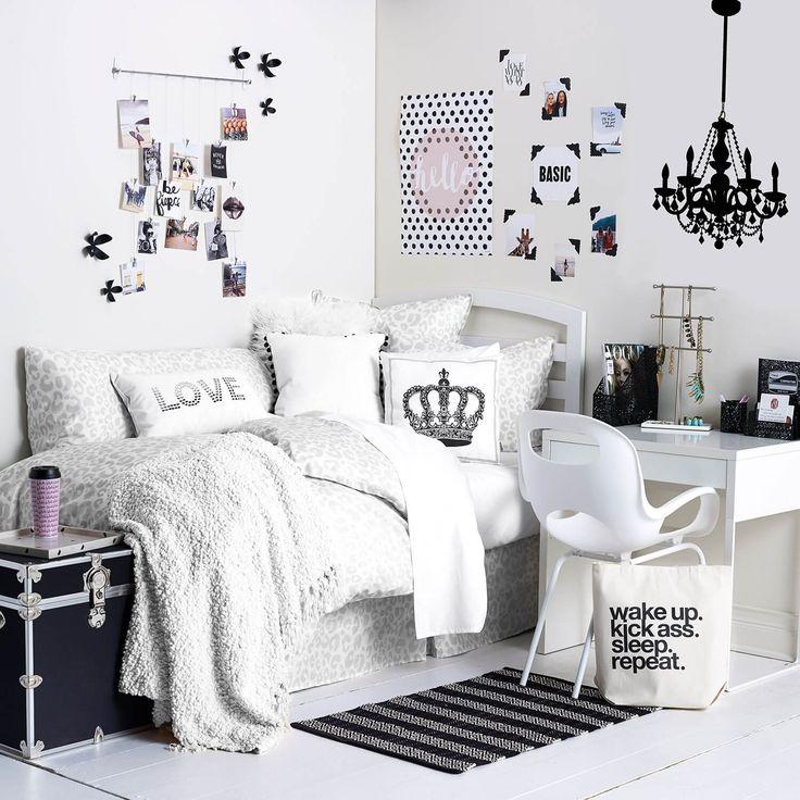 Mom--- I want---Monochrome Maven Room