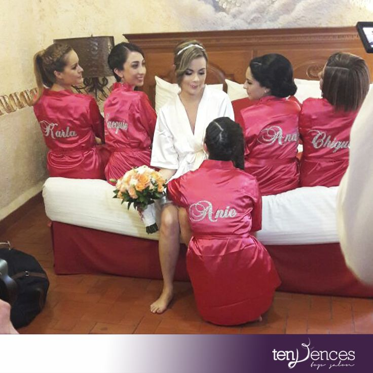 Adquiere tu Bata de Satín Personalizada para la Novia y Damas de Honor, contamos con todos los colores y tallas. ¡Pide informes! #batasdesatin #novias #damasdehonor #Wedding #batas #bataspersonalizadas #batasbride #boda #bodas #madrinas #weddinglove #bridesmaid #weddingnice #weddinglove #detalles