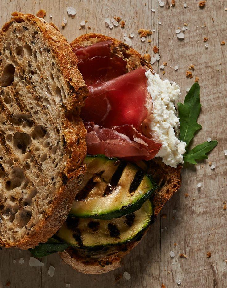 #pane Integrale, #bresaola valtellinese, #robiola, #zucchine grigliate: un morso di gusto e leggerezza #SanoAppetito