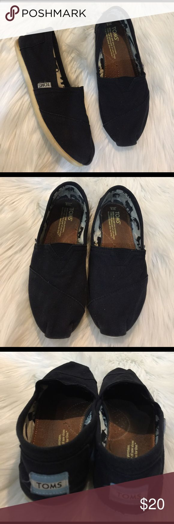 TOMS black canvas shoes Gently worn , size 6, no tips or holes 🌟REASONABLE OFFERS ACCEPTED 🌟 TOMS Shoes
