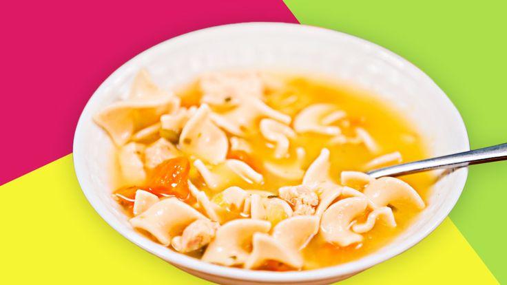 Ein Rezept für ein gesundes Hauptgericht mit frischem Gemüse und leckerer Pasta. Die Gemüsesuppe ist schnell zubereitet und schmeckt sicherlich auch Dir.