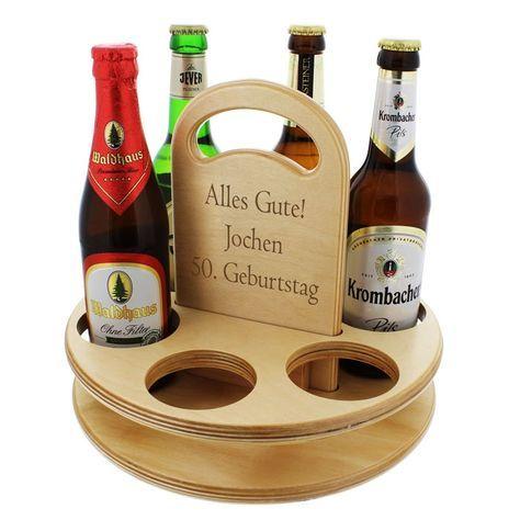 Der Bierträger aus Holz (Buche) hat Platz für 6 Flaschen oder Gläser und kann mit einer persönlichen Gravur versehen werden. Ein Geschenk mit Geselligkeitsfaktor.