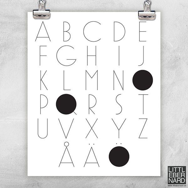 Låt oss presentera A till Ö poster. En svartvit poster med det svenska alfabetet från a till ö.  Boldliving.se