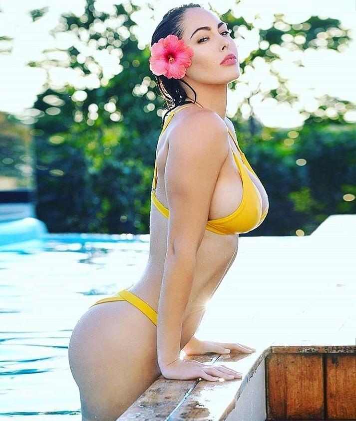 Summer  . . . . . #SocietySeek #bikini #bikinimodel #model #summer #travelblogger #blogger #pool #beach #party #miami #newyork #luxury