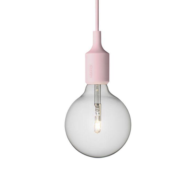 Mattias Ståhlbom definisce la lampada E27 parte dall'essenza di una lampada, la lampadina . Crea un oggetto semplice ma forte che celebra la potenziale bellezza della semplicita'. La lamapada E27 rappresenta qualcosa di molto romantico e allo stesso tempo di molto moderno. Lampadine compatibile E27, max 60 W. Nella confezione e' inclusa una lampadina da 40 W alogena.Consigliamo l'acquisto delKit di installazione E27 Socket