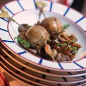 Cailles rôties farcies aux champignons - une recette Volaille - Cuisine