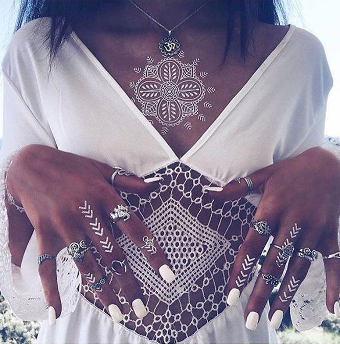 Tatuagens brancas em Henna se tornam inspiração na moda feminina
