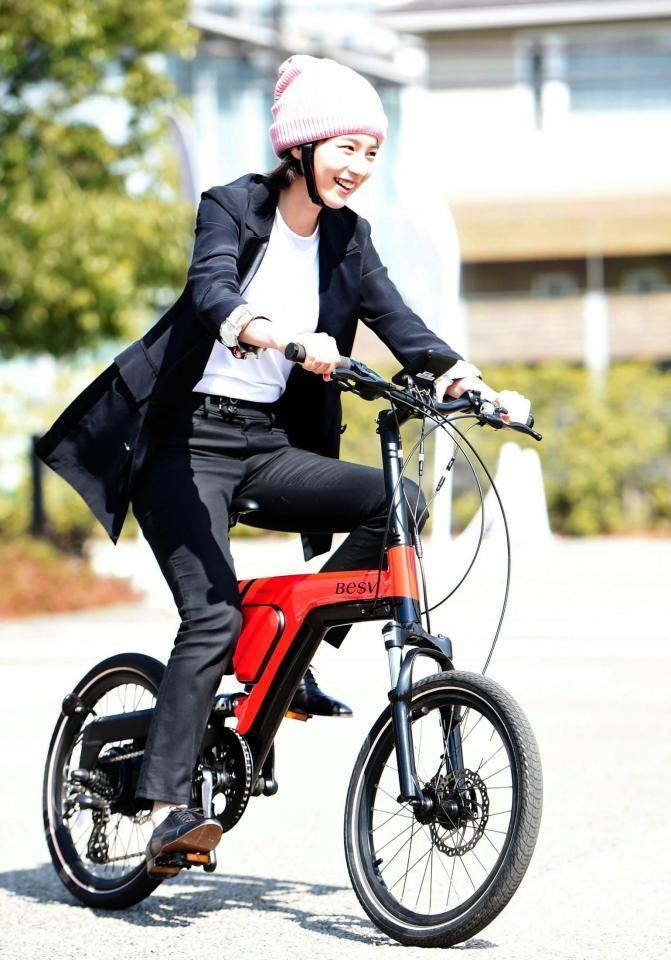"""ムーラン on Twitter: """"#のん 「BESV」電動アシスト自転車に乗ったのんちゃん 自転車で行きたいところは「日暮里」 自転車に乗っているのんちゃんの姿とても楽しそうだし、気持ちよさそうだね そしてカッコいい❗ のんちゃんの姿、写真が見れて今日もとてもハッピーな気持ちになりました https://t.co/mPKtqrb6J4"""""""