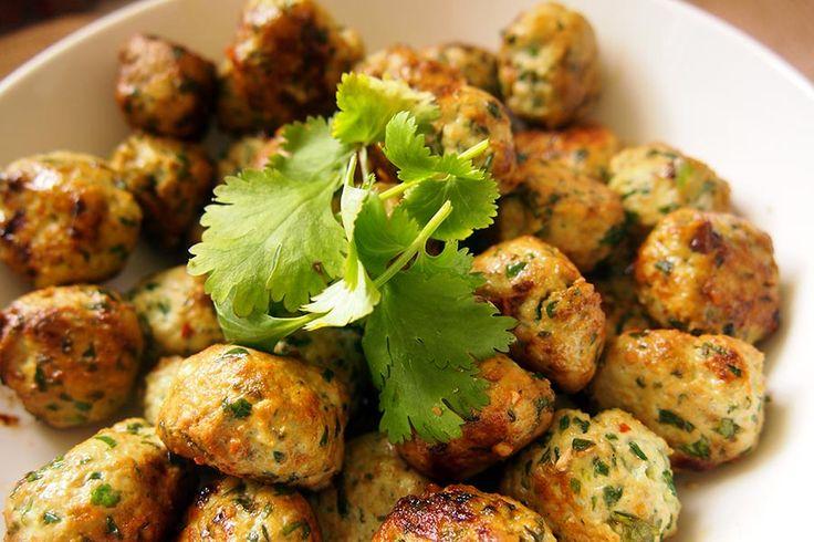 Véritable concentré de saveurs ces boulettes de poulet Thaï au Thermomixsont savoureuses seules ou trempées dans une sauce (type soja