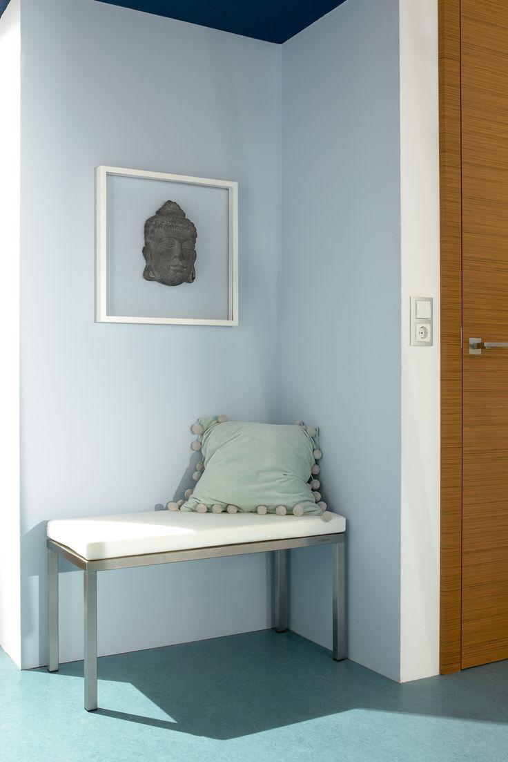 nehmen sie platz die universelle bank aus hochwertigem edelstahl passt zu einer nische. Black Bedroom Furniture Sets. Home Design Ideas