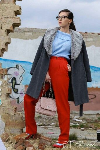 Fashion Blogger  www.ramonacervenciuc.ro  #blueserenity #redpants #graycoat #fashionaddicted #grafity #outfit #rosequartzbag  #paulpadurariuphotography