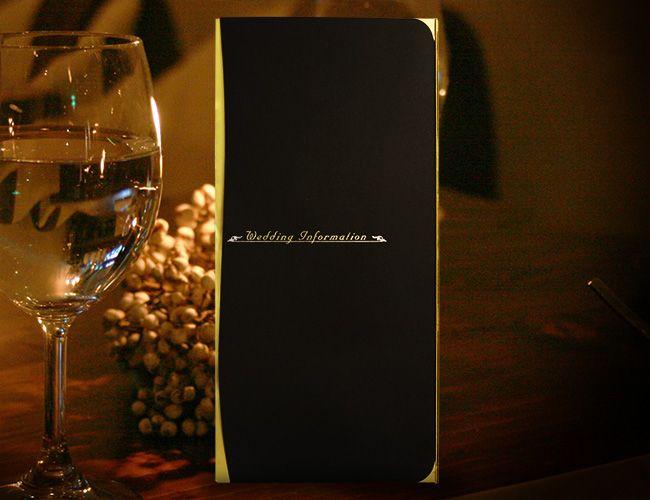【プレサージュ(ブラック)席次表B4】とにかく高級感のあるプレサージュ(ブラック)の席次表B4サイズ。ベースの黒紙は紙質がしっかりしていて少しマットな感じがより一層、高級感の漂うものになっています。その紙と合わせてゴールドで光り輝く紙はポイントで使われています。夕方からの結婚式、披露宴などで人気の高いペーパーアイテムです。