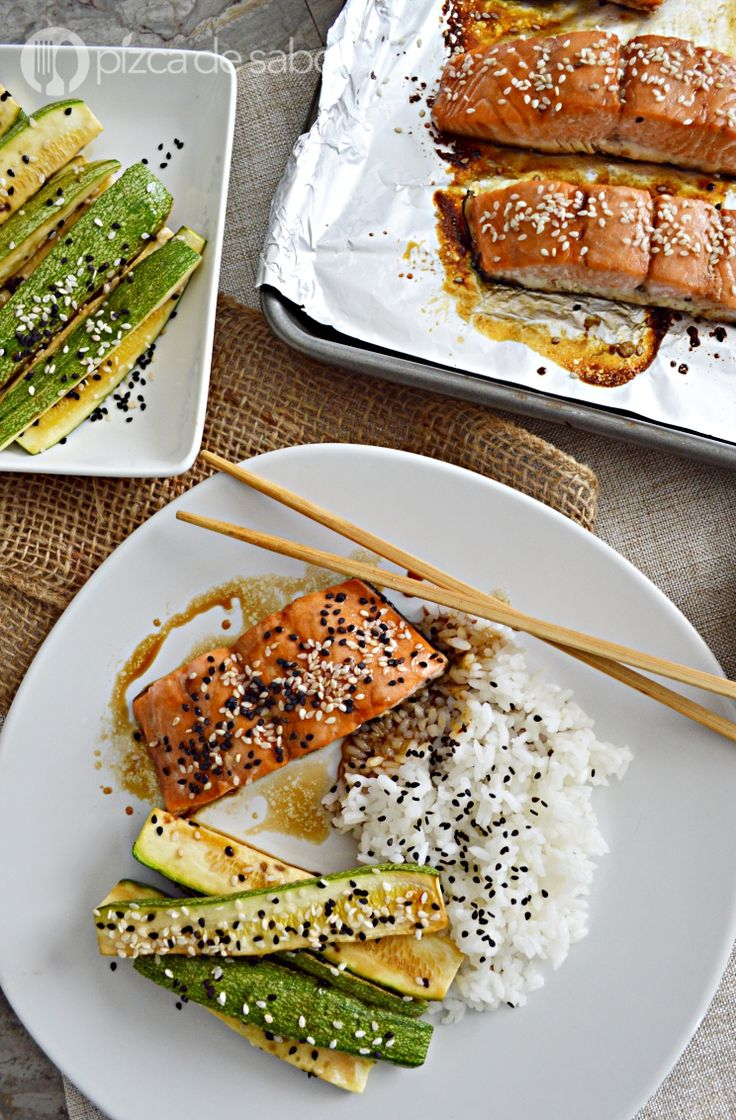 Salmón glaseado con una salsa fácil de 4 ingredientes, lista en minutos que le da un sabor delicioso al salmón. Muy fácil de preparar, te va a encantar!