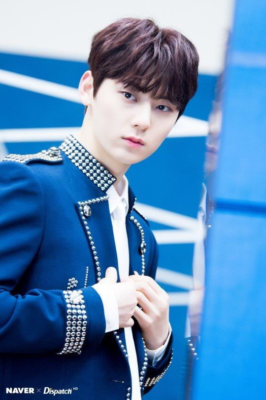 Naver x Dispatch Wanna One at Gaon Chart Music Awards #dispatch #wannaone #hwangminhyun