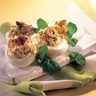 Een heerlijk recept: Gevulde eieren met tomaat olijven of ansjovis