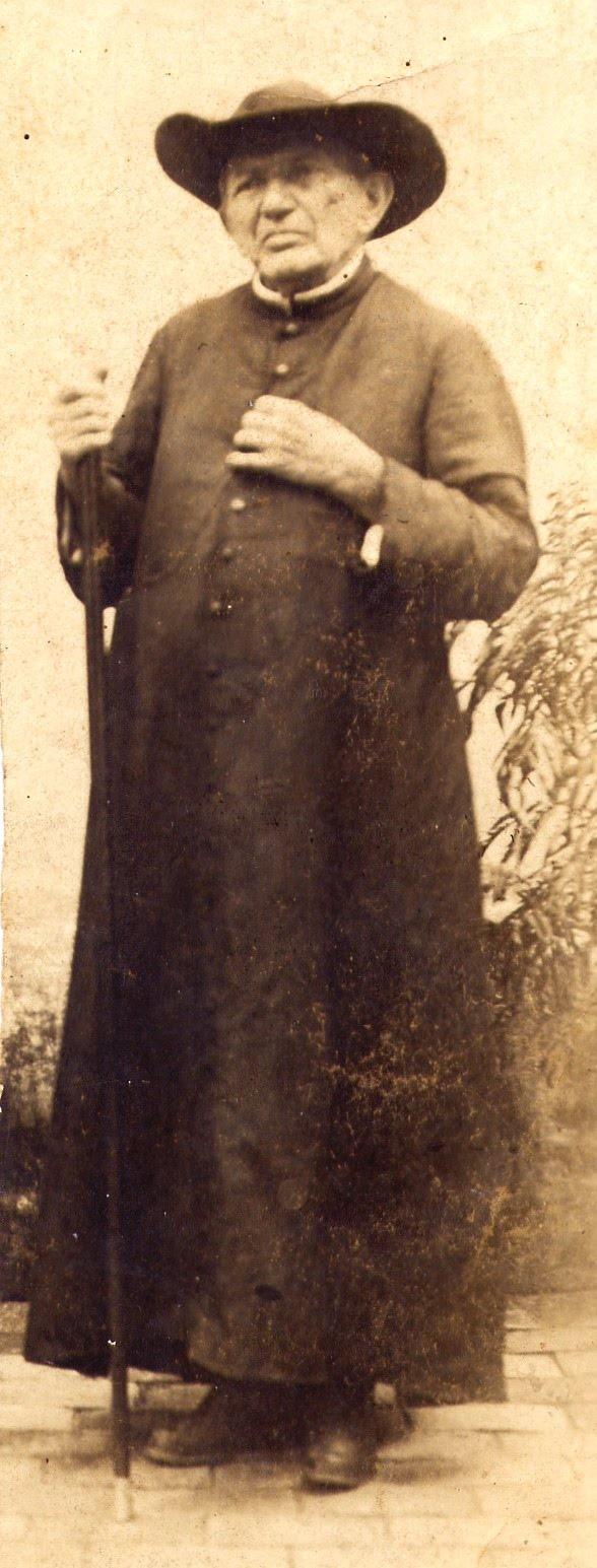 Padre Cicero Intitulado de santo, foi um politico sagaz, aliado de coronéis e do Lampião.