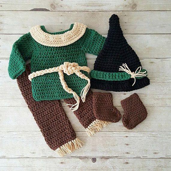 He encontrado este interesante anuncio de Etsy en https://www.etsy.com/es/listing/524059250/crochet-bebe-espantapajaros-set-mago-de