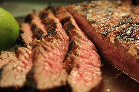 Cuprins:Scaderea in greutateScaderea tensiunii arterialeScaderea riscului de diabetRiscul de cancer mai mic Persoanele care consuma multa carne trebuie sa stie ca reducerea cantitatii consumate aduce numeroase beneficii corpului. Riscul aparitiei unor boli grave scade si el, spun specialistii in domeniu. Diminuarea cantitatii de carne pe care o consumam poate reduce nivelul colesterolului din sange, scade [...]