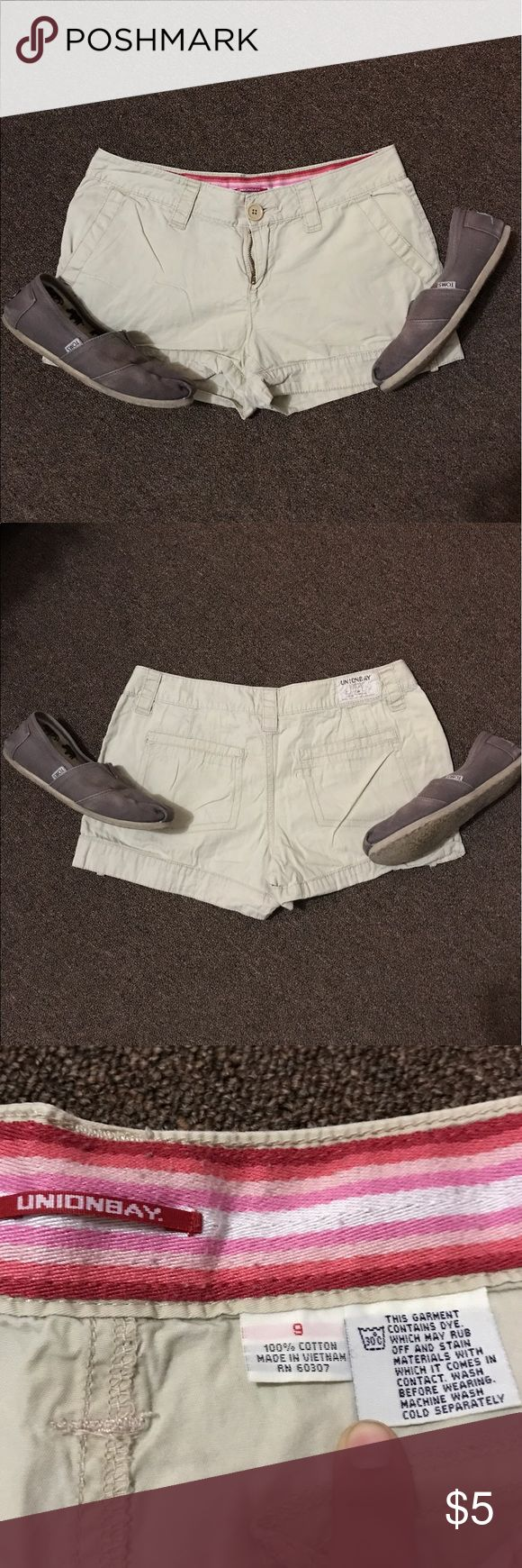 Unionbay Beige Shorts Pre-loved Unionbay beige shorts! Go with anything and very comfortable and well cared for. Please comment for q&a! Offers considered ! UNIONBAY Shorts