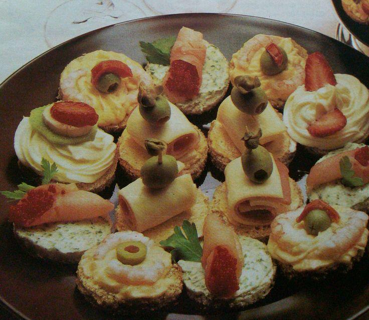 INGREDIENTI (dipendono dalla quantità di aperitivi che volete realizzare) Fette di pancarrè; Scalogno; Sottilette; Prosciutto cotto; Maionese; Olive verdi