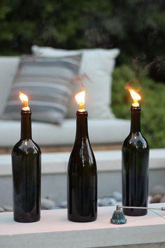 Cómo hacer antorchas tiki con botellas de vino