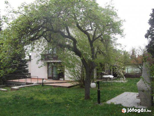 Balatonalmádi központjában nagy méretű ház kiadó