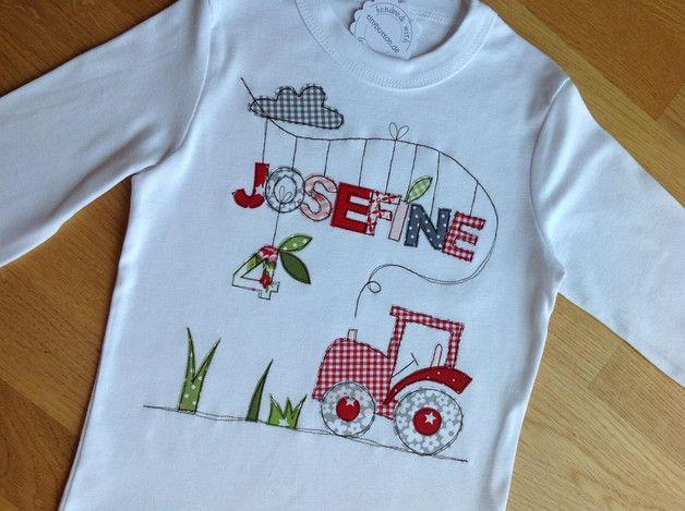 Geburtstagshirt mit Namens-Applikation, Geburtstagszahl, Traktor und Wolke.  Im Preis sind 4 Buchstaben enthalten, jeder weitere kostet 1,50 €.