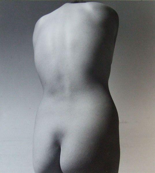 《砂丘ヌード》 1950年(Printed later) ゼラチンシルバープリント 23.7×21.7cm