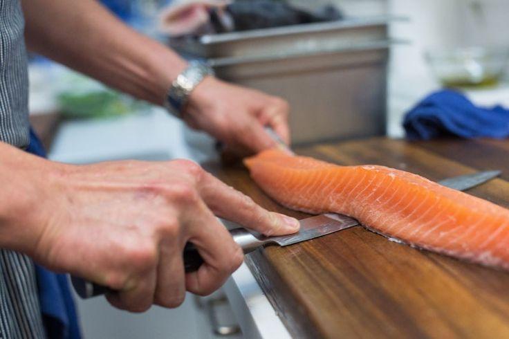 100 g somon contin necesarul zilnic de vitamina D si au numai 100 de calorii.. Chef Sami il foloseste in multe dintre retetele sale si-l asezoneaza cu garnituri delicioase..