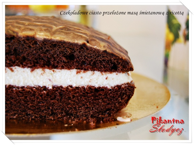 Czekoladowe ciasto przełożone masą śmietanową z ricottą http://pikantnaslodycz.blogspot.com/2013/05/czekoladowe-ciasto-przeozone-masa.html