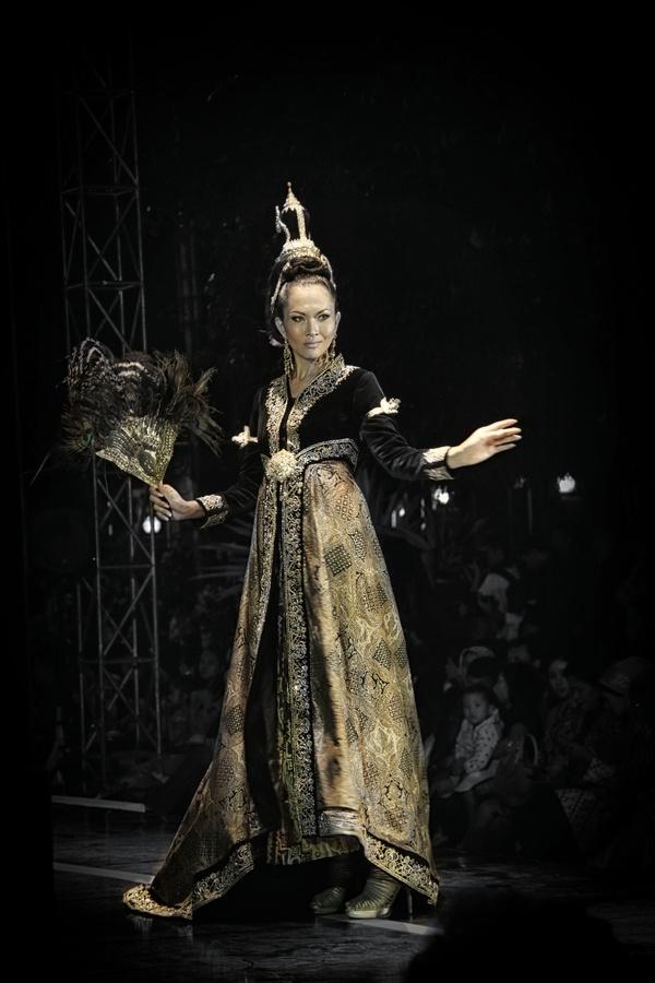 """""""Solo Batik Fashion 2012"""" by Puguh Widura, via 500px."""