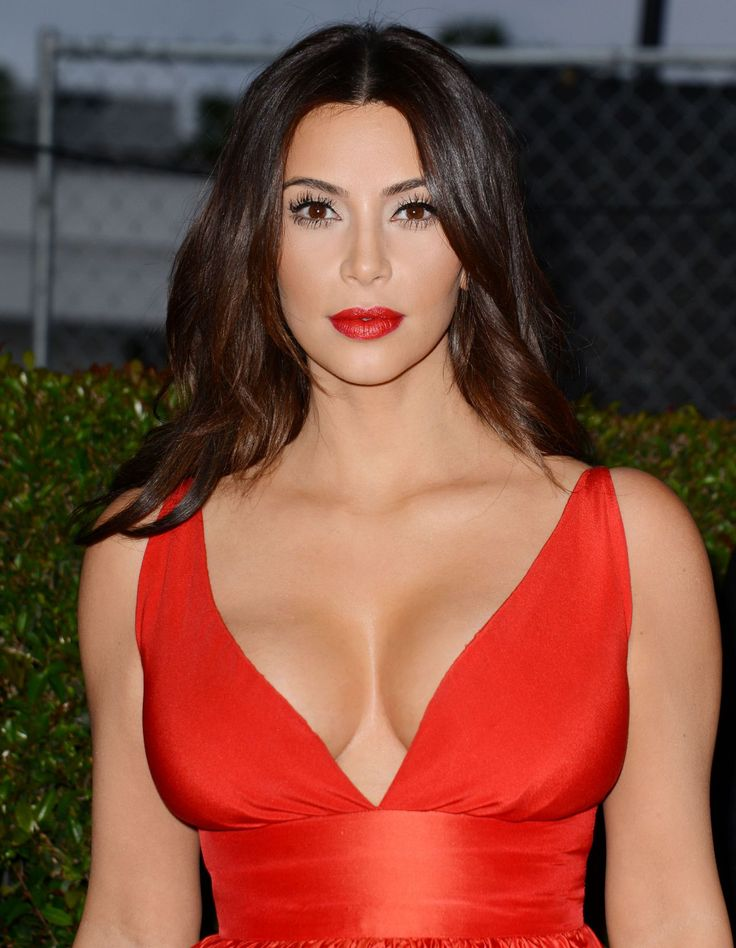 kim-kardashian-in-red-celia-kritharioti-dress-2014-elton-john-oscar-party_3.jpg (1280×1649)