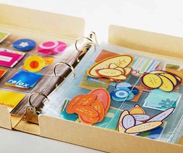 Las fundas plásticas son perfectas para los recortes... | 45 trucos para organizar y transformar tu habitación de manualidades