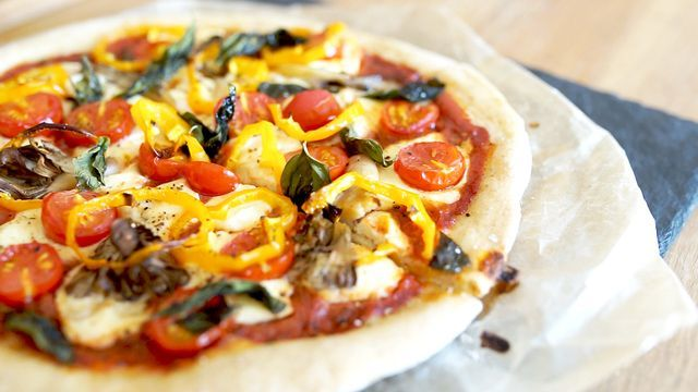 塩麹漬け豆腐がポイント!お家で本格野菜ピザの作り方 - macaroni