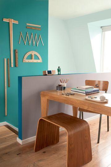 Mon bureau comme un collectionneur & 2 couleurs pour délimiter l'espace - (CôtéMaison.fr)