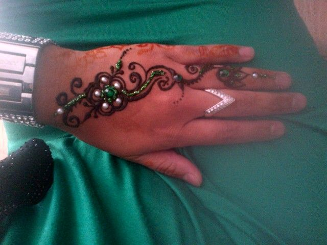 mehndi with green glitter mehndi and pearls R40