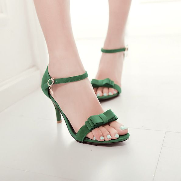 blue nails and green shoes fashion combo