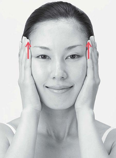 Эта простая техника от Шизу Саеки быстро вернет молодость вашему лицу