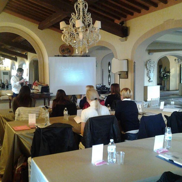 Eccoci arrivate all' antica fattoria Paterno per il seminario per wedding planner!!! Fotografia bon ton e modisteria... #weding #instaitaly_photo #instaitalia #instaitaly #italy #igerstoscana #rinaldelli #fascinator #cappelli #hat #matrimonio #tuscany #modaestate #estate #veletta #bride #panama #sposa #tulle #agriturismo #tosacana #seminario #womenfashion #country