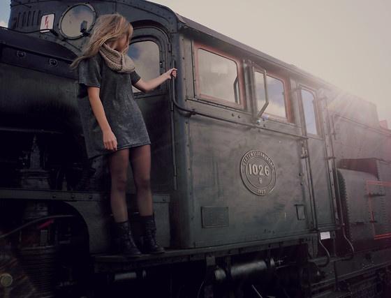 смотреть фото девушка в поезде