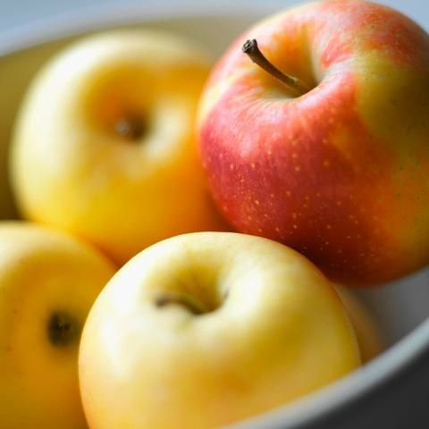 Apples are loaded with the powerful antioxidants quercetin and catechin, which protect cells from damage - that means a reduced risk of cancer and cardiovascular disease.